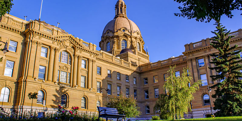 Albertans can't bet on another ride on the resource revenue roller-coaster