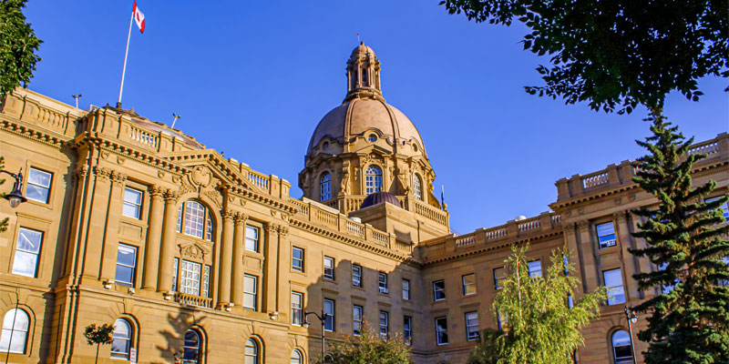 Report paints bleak picture of Alberta's fiscal future