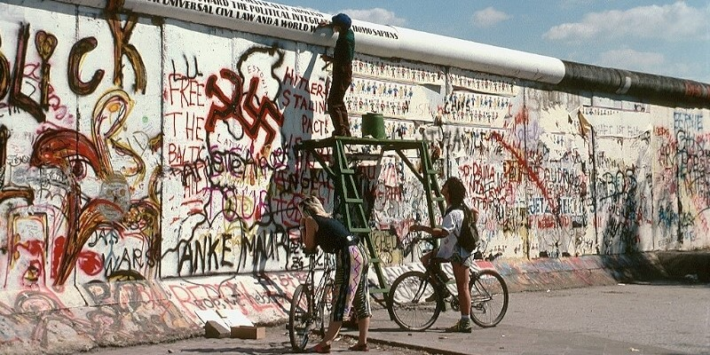 Still moving toward markets 30 years after the Berlin Wall